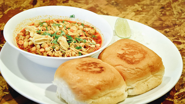 Misal Pav Indian Vegetarian Street Foods Lulu Meets World Mumbai India Asia Travel Blog