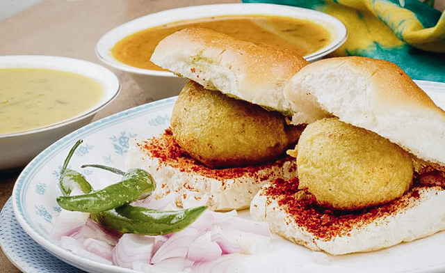 Vada Pav Indian Vegetarian Street Foods Lulu Meets World Mumbai India Asia Travel Blog